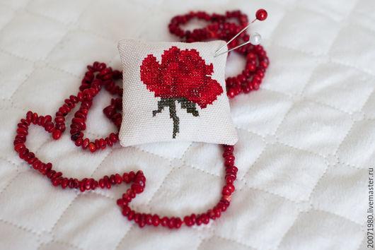Персональные подарки ручной работы. Ярмарка Мастеров - ручная работа. Купить Подарок женщине игольница Красная роза. Handmade. игольница