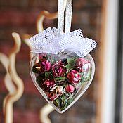 Подарки к праздникам ручной работы. Ярмарка Мастеров - ручная работа Сердечко с засушенными розочками. Handmade.