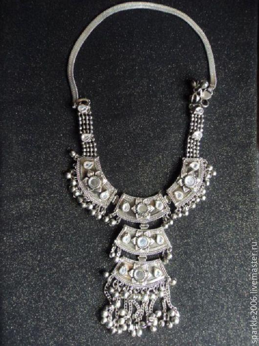 Колье серебристое из бижутерного сплава общий вид. Колье можно купить в интернет магазине МОЕ на Ярмарке мастеров
