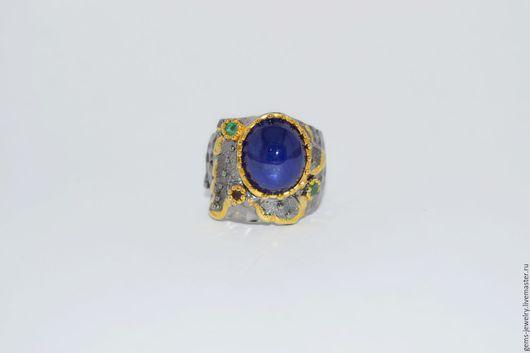 Кольца ручной работы. Ярмарка Мастеров - ручная работа. Купить Кольцо с натуральным сапфиром-кабошоном в серебре и золоте. Handmade. перстень
