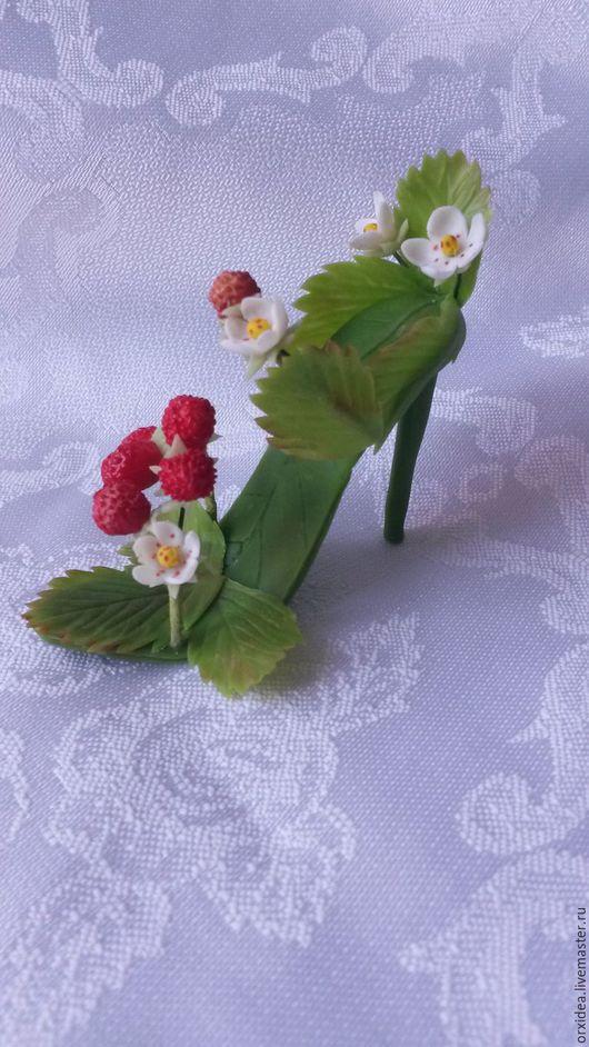 Миниатюрные модели ручной работы. Ярмарка Мастеров - ручная работа. Купить Туфелька земляничной феи миниатюрная. Handmade. Земляника, туфелька