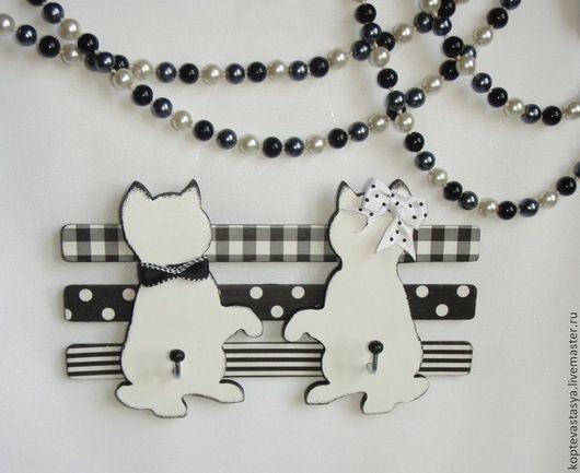 """Прихожая ручной работы. Ярмарка Мастеров - ручная работа. Купить Вешалка для украшений """"Белые коты"""". Handmade. Чёрно-белый"""
