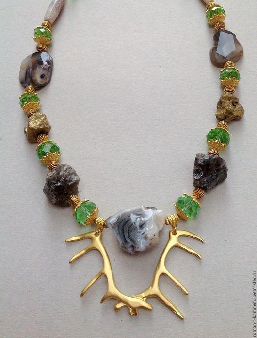 Комплект этнический из натуральных камней и хрусталя Королевская охота. Уникальный, дорогой подарок для стильных женщин и девушек в серо-зелено-золотой цветовой гамме.