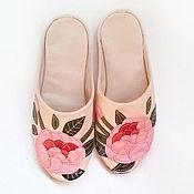 """Обувь ручной работы. Ярмарка Мастеров - ручная работа Тапочки домашние женские """"Нежность. Пионы"""". Handmade."""