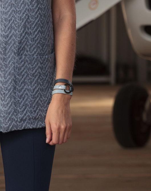 Возможны различные цветовые варианты браслетов.