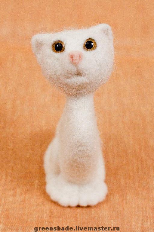 Игрушки животные, ручной работы. Ярмарка Мастеров - ручная работа. Купить кошечка Снежинка. Handmade. Кошка, стеклянные глазки, фелтинг