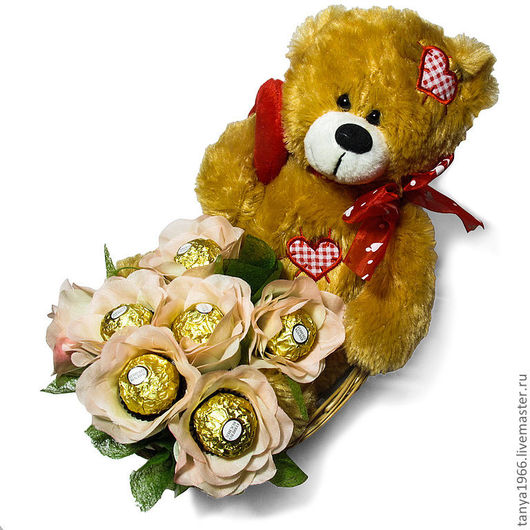 Эта композиция для влюбленных и любимых включает мягкую игрушку и  шоколадные конфеты...