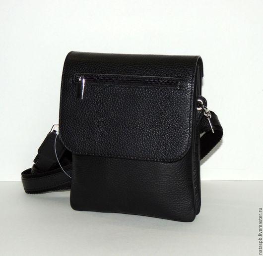 Практичная, удобная сумка. Сшита из плотной мягкой черной кожи кожи, стойкой к царапинам и истиранию.