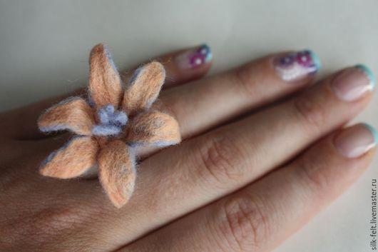 """Кольца ручной работы. Ярмарка Мастеров - ручная работа. Купить Войлочное кольцо """"Весна в душЕ"""". Handmade. Разноцветный, шерсть, любовь"""