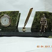 Подарки к праздникам ручной работы. Ярмарка Мастеров - ручная работа Часы с визитницей из змеевика (Пожарный). Handmade.
