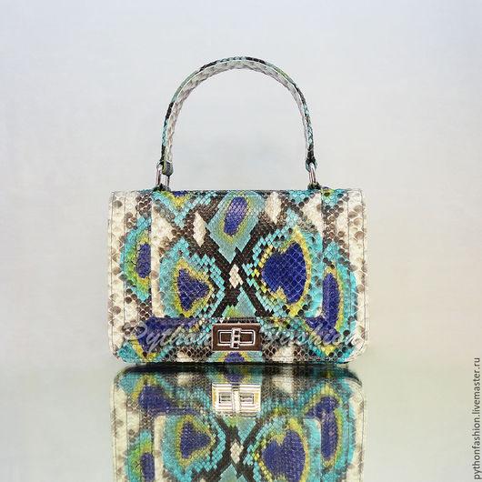 Яркая легкая сумочка из кожи питона. Красивая праздничная сумочка из питона на весну. Модная женская сумочка ручной работы. Стильная небольшая летняя сумочка. Маленькая весенняя сумочка из питона.