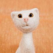 Куклы и игрушки ручной работы. Ярмарка Мастеров - ручная работа кошечка Снежинка. Handmade.