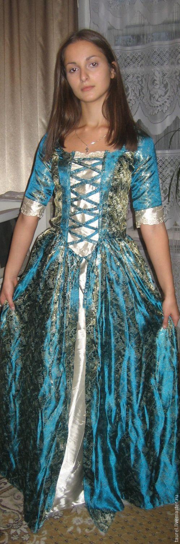Бальное платье `Дама в голубом`