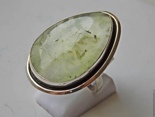 Кольцо с Пренитом в серебре `Гармония`