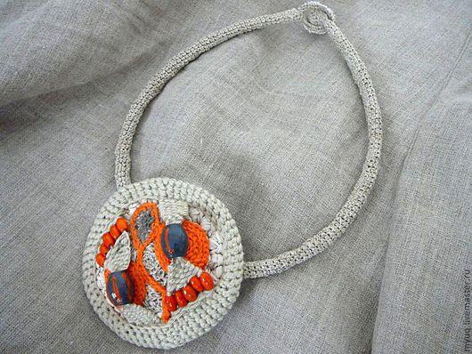 Вязаный льняной жгут с брошью - кулоном в стиле этно (акцент оранжевого цвета)\r\nвязаные украшения