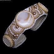 Украшения handmade. Livemaster - original item Beaded bracelet with pearls white beige gold Golden line. Handmade.