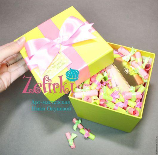 Персональные подарки ручной работы. Ярмарка Мастеров - ручная работа. Купить Подарок подруге коробочка с пожеланиями и Вашим подарком. Handmade.