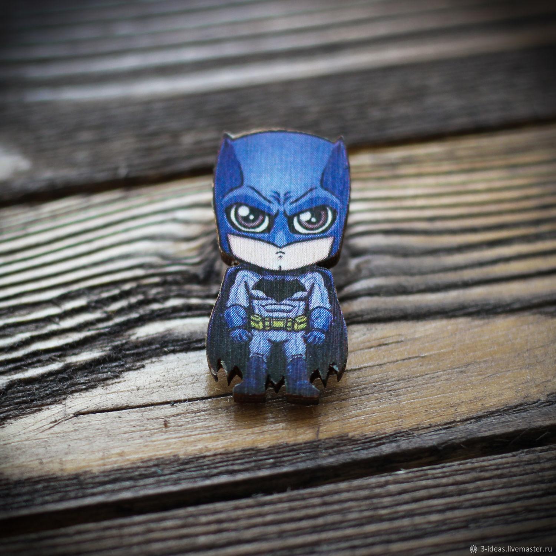 Деревянный значок Batman выполнен из 3мм березовой фанеры. Способ крепления - Евробабочка. Яркие цвета и надежная застежка порадуют любого обладателя. Изображение устойчиво к царапинам.