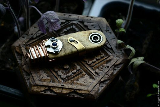 """Аксессуары ручной работы. Ярмарка Мастеров - ручная работа. Купить Флешка """"Махаон"""" (дерево, сталь, медь, латунь). Handmade. деревянная"""