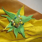 Украшения ручной работы. Ярмарка Мастеров - ручная работа Брошь -цветок  из кожи жёлто - зелёный  фантазийный.. Handmade.