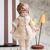 Куклы и игрушки ручной работы. Ярмарка Мастеров - ручная работа Куколка из антикварных деталей Халатик с перламутровыми пуговицами. Handmade.