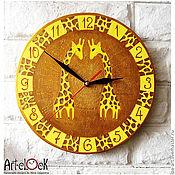 """Для дома и интерьера ручной работы. Ярмарка Мастеров - ручная работа Часы расписные """"Жирафы"""", часы для детской, часы настенные. Handmade."""