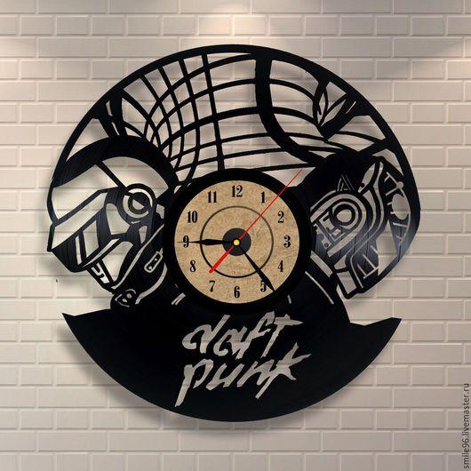 """Часы для дома ручной работы. Ярмарка Мастеров - ручная работа. Купить Часы из пластинки """"Daft Punk"""". Handmade. Комбинированный, часы"""