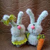 Куклы и игрушки ручной работы. Ярмарка Мастеров - ручная работа Вязаные зайки :). Handmade.