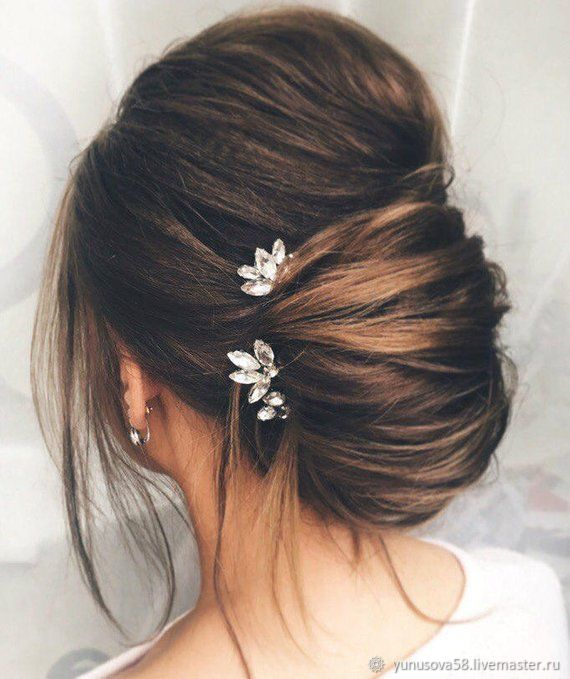 A Set Of Pins With Rhinestones For The Bride Hairstyles Hair