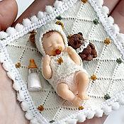 """Куклы и игрушки ручной работы. Ярмарка Мастеров - ручная работа Плачущий малыш с соской -""""Элвис"""" (4,2см). Handmade."""