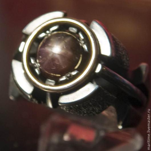 Украшения для мужчин, ручной работы. Ярмарка Мастеров - ручная работа. Купить Мужское кольцо со звездчатым сапфиром «Арго». Handmade.