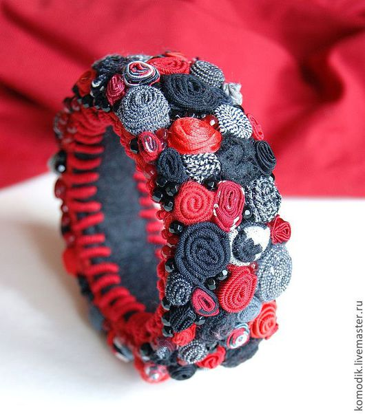 черный, красный, серый - браслет в классическом цветовом сочетании