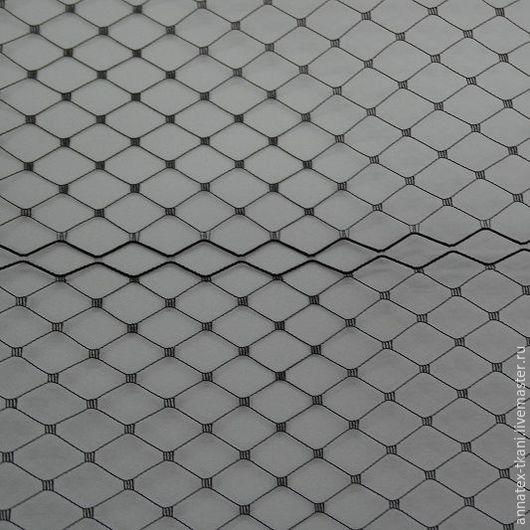 Сетка для вуалеток - цвет черный Ширина  полотна составляет - 170 см, в одном погонном метре - 7 рядов полос сеточки с обработанными краями.