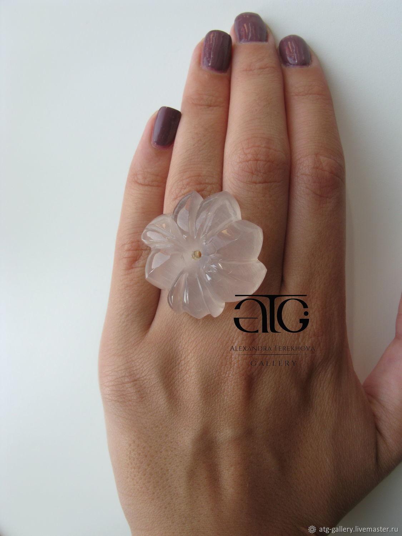 Роскошный, очень красивый цветок из розового кварца!