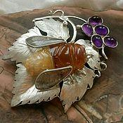 Брошь-булавка ручной работы. Ярмарка Мастеров - ручная работа Серебряная брошь Пчелка на виноградном листе. Handmade.