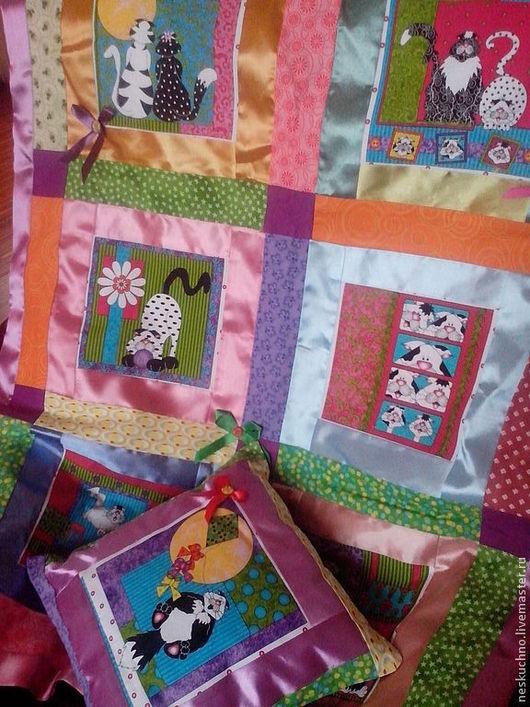 Пледы и одеяла ручной работы. Ярмарка Мастеров - ручная работа. Купить Детский комплект из покрывала и подушки  Веселые Коты. Handmade.