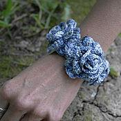 Украшения ручной работы. Ярмарка Мастеров - ручная работа Браслет вязаный, розы в джинсовой гамме. Handmade.