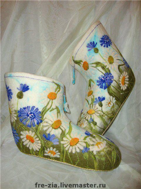 """Обувь ручной работы. Ярмарка Мастеров - ручная работа. Купить Валеночки """"Полевые цветики"""". Handmade. Белый, немецкий меринос"""