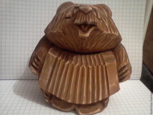 медвежонка изготовил Иркутский скульптор Евгений Якимишин