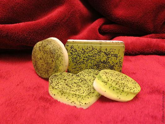 """Мыло ручной работы. Ярмарка Мастеров - ручная работа. Купить Мыло-скраб """"Свежий киви"""". Handmade. Ярко-зелёный"""