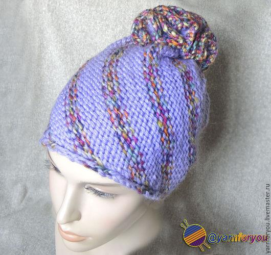 Женская вязаная шапка с помпоном. Шапка спицами Купить шапку. Вязаная шапочка. Шапка для девушки. Вязаная зимняя шапка.