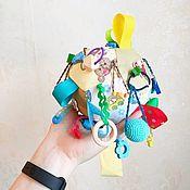Бизиборды ручной работы. Ярмарка Мастеров - ручная работа Бизиборды: Мягкий мячик для развития моторики. Handmade.