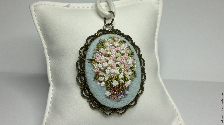 """Кулоны, подвески ручной работы. Ярмарка Мастеров - ручная работа. Купить Кулон """"Корзинка с белыми розами""""(повтор работы). Handmade. розы"""