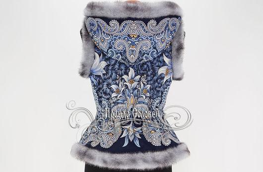 Авторский жилет с отстегивающимся капюшоном из павлопосадского платка (100% шерсть)