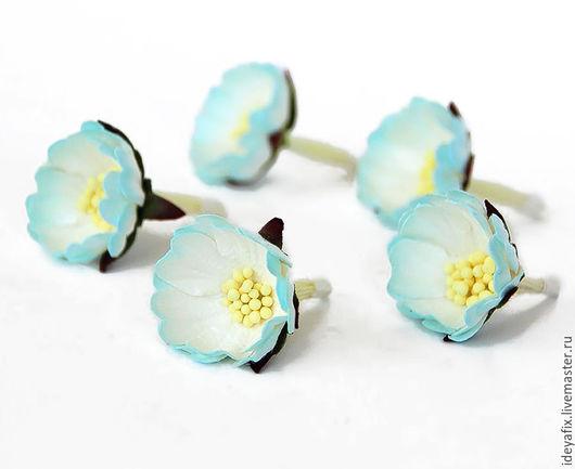 Диаметр цветочка 3 см. Высота цветочка около 1,5 см. Длина стебелька 3 см.  Цена указана за 1 цветок.