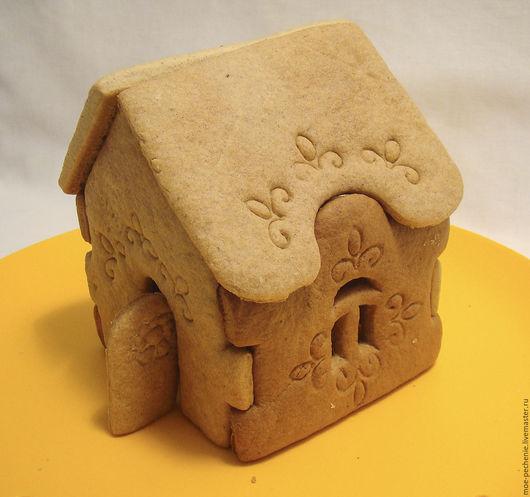Такой пряничный домик вы получите воспользовавшись нашими вырубками.  Он собран без посторонней помощи, подпорок и подрезок.