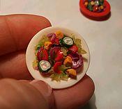 Куклы и игрушки ручной работы. Ярмарка Мастеров - ручная работа Миниатюрная еда из полимерной глины, салат, масштаб 1:12. Handmade.