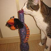 Куклы и игрушки ручной работы. Ярмарка Мастеров - ручная работа Вязаная змея, обвившая вазу. Handmade.