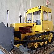 Куклы и игрушки ручной работы. Ярмарка Мастеров - ручная работа Игрушка - модель советского трактора ДТ-75 МЛ бульдозер. Handmade.