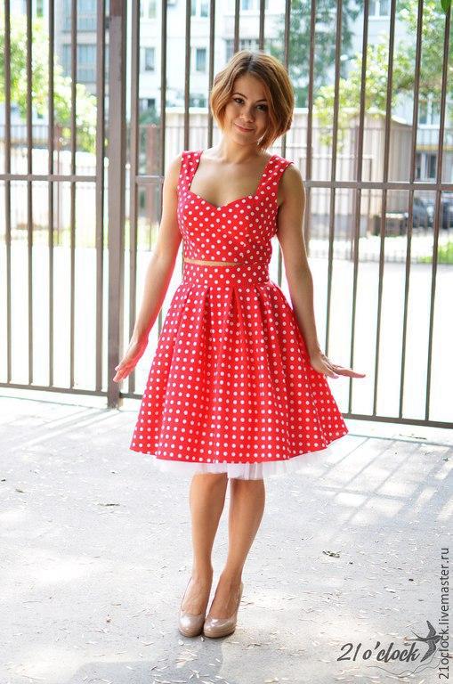 Платье от творческой мастерской 21 o`clock. Под заказ любой фасон и размер платья. Платье в горох на заказ. Оригинальный фасон топ и юбка из 100%, платье нарядное,ка из 100% хлопка и юбочкой из фатина